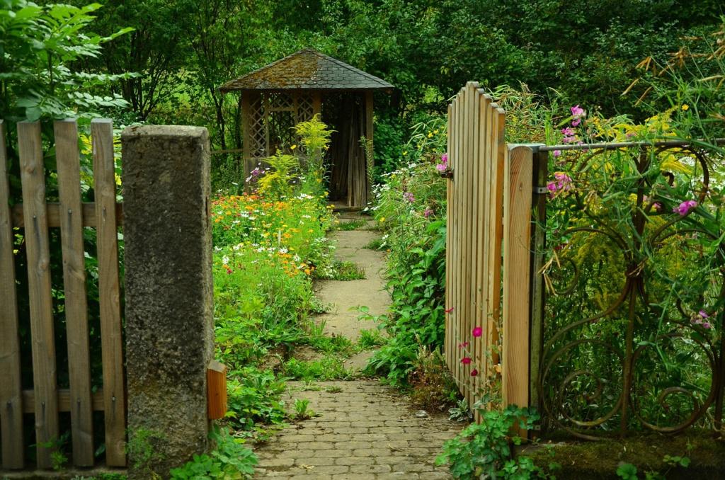 Oświetlenie ogrodowe - różne rodzaje i zastosowanie